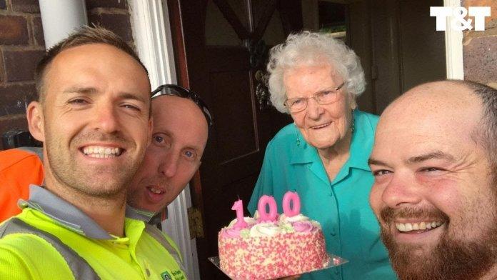 maxresdefault 696x392 1 - Vovó que morava sozinha recebeu uma surpresa dos coletores de lixo em seu 100º aniversário
