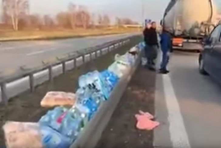 """Captura de Pantalla 2020 03 25 a las 11.47.38 - Em ato digno de aplausos, população deixa comida na estrada para os caminhoneiros: """"solidariedade na crise"""""""