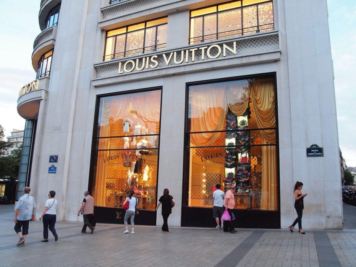LouisVuittonParis scaled - Empresas da Louis Vuitton produzirão álcool gel em ao invés de perfumes e distribuirão gratuitamente