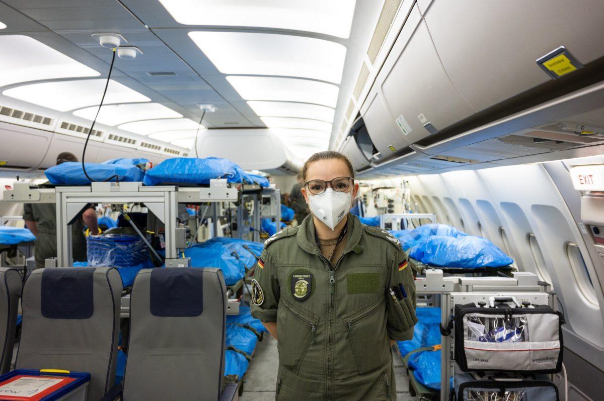 """d EUMNzp2XQAAqDoE scaled - Alemanha transformou um Airbus A310 em uma """"UTI high-tech com asas"""" e busca pacientes com coronavírus na Itália para serem tratados em seu país (fotos)"""