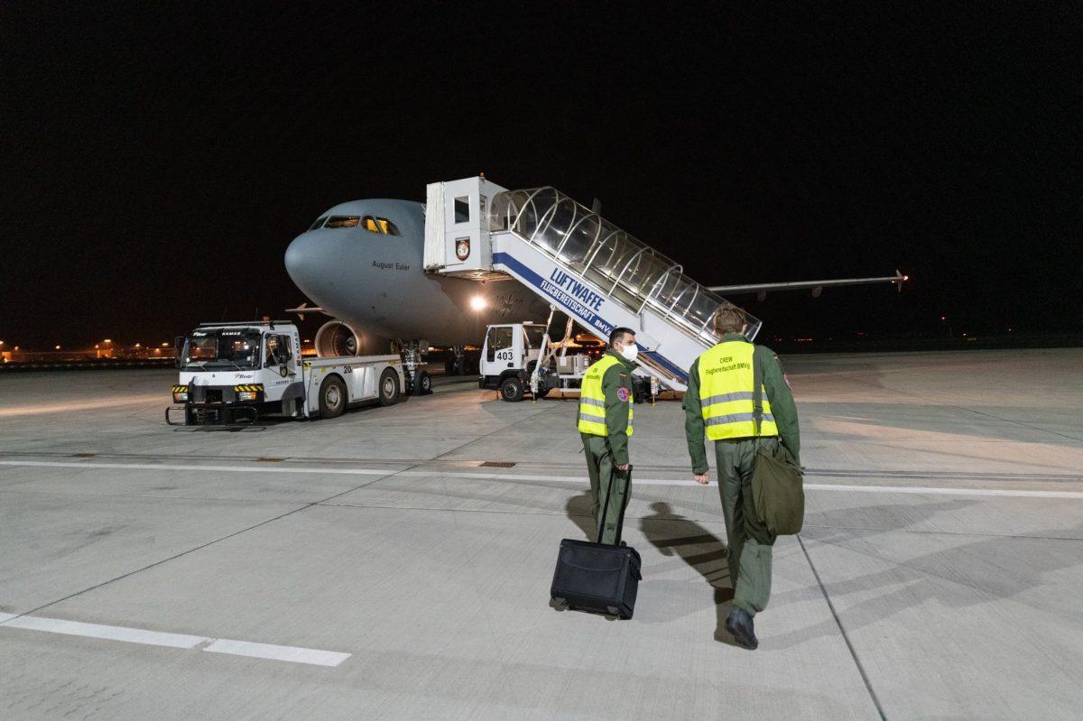 """e EUMNzqdWsAIeYph scaled - Alemanha transformou um Airbus A310 em uma """"UTI high-tech com asas"""" e busca pacientes com coronavírus na Itália para serem tratados em seu país (fotos)"""