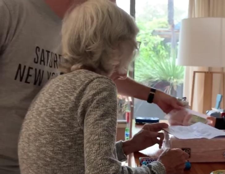 4 - A família criou um mercado doméstico para a avó com Alzheimer. Eu queria ir às compras há muito tempo