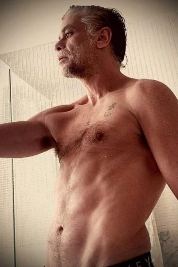 """Fábio Assunção após dieta - """"Para o desespero de muitos, acordei assim"""", diz Fábio Assunção ao exibir físico 27kg mais magro"""