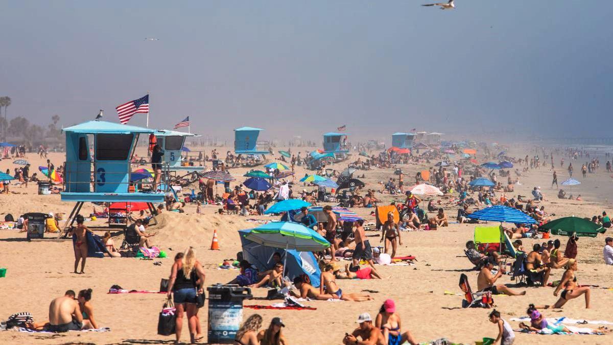 Playas de California lucen llenas aunque EEUU - Pasmem: Vídeo mostra centenas de pessoas lotando praia da Califórnia