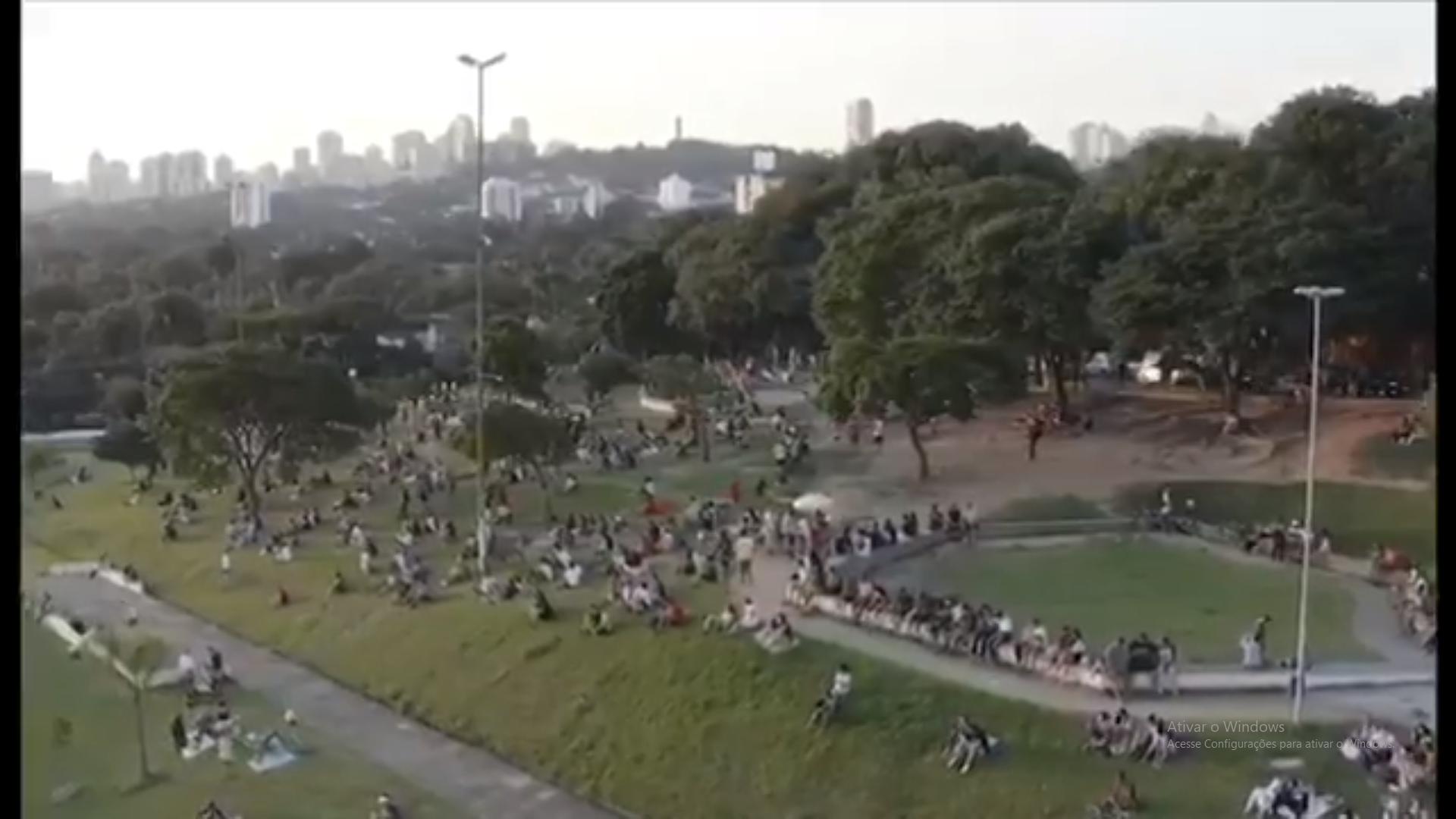 Praça Por do Sol dia 05 de abril 2 - Quarentena: Drone regista imagens da praça do Pôr do Sol na capital de SP e aparece LOTADA DE PESSOAS