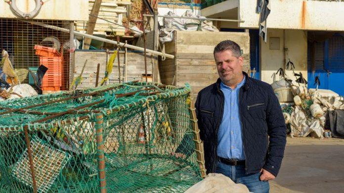 fernando teixeira ceo fapil 1087295098 base 696x390 1 - Empresa recicla lixo retirado do mar e o transforma em baldes, vassouras e potes domésticos