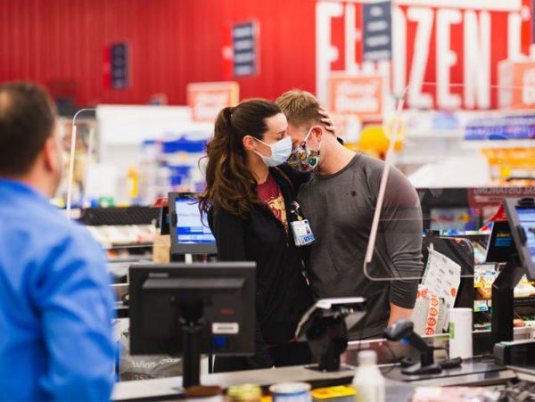 mercado conta zero 1 e1587214812345 - Rede de Supermercados surpreende os profissionais da saúde: Pagando a conta deles no caixa