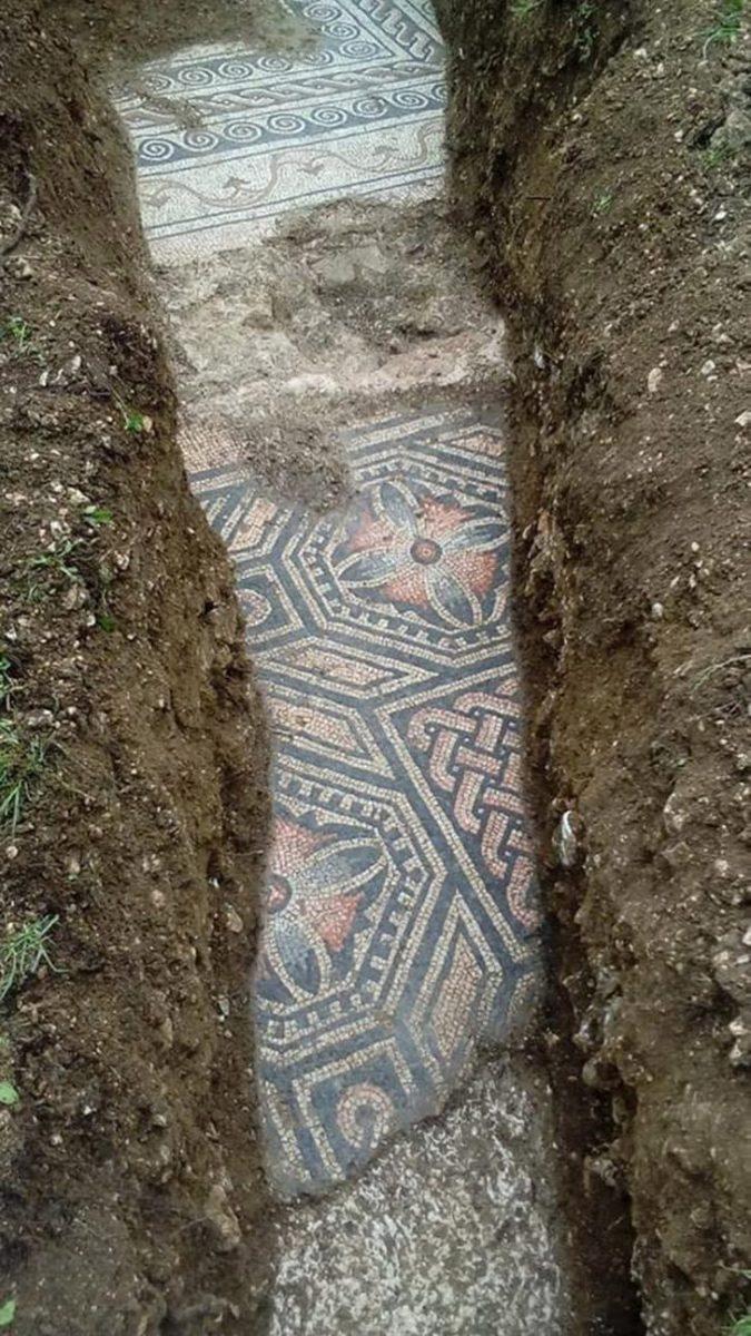 21jcb mosaic of roman village discovered 2 scaled - Arqueólogos descobrem mosaicos romanos em um antigo vinhedo na Itália. Eles são tesouros da humanidade