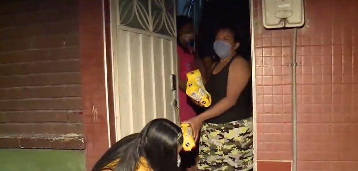 3 1 - Dona de prédio residencial não cobra aluguel dos inquilinos e ainda lhes fornece cesta básica na quarentena.