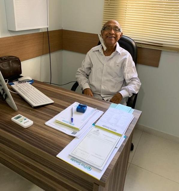 Medico 2 - Médico de 82 anos decide pausar sua aposentadoria e volta atender de graça pacientes no Espírito Santo.