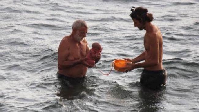 mulher da luz no mar vermelho 3 - Mulher deu à luz no Mar Vermelho e as imagens são surpreendentes