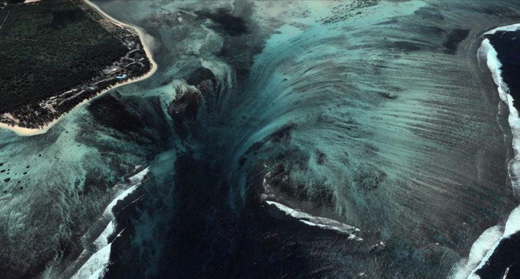 """underwater waterfall mauritius 1024x550 1 - """"Cachoeira subaquática"""" conheça esta beleza impressionante da Ilha Maurícia"""