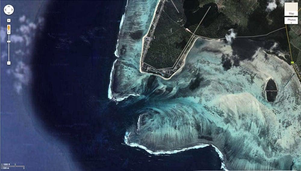 "underwater waterfall mauritius satellite 1 - ""Cachoeira subaquática"" conheça esta beleza impressionante da Ilha Maurícia"