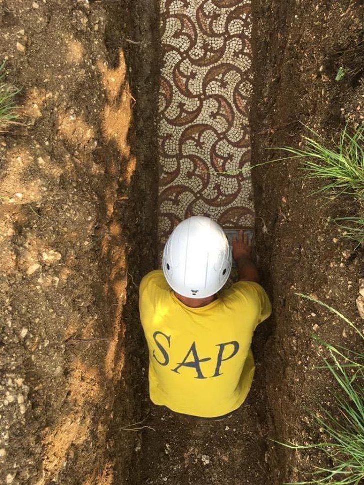vbbry mosaic of roman village discovered 4 - Arqueólogos descobrem mosaicos romanos em um antigo vinhedo na Itália. Eles são tesouros da humanidade