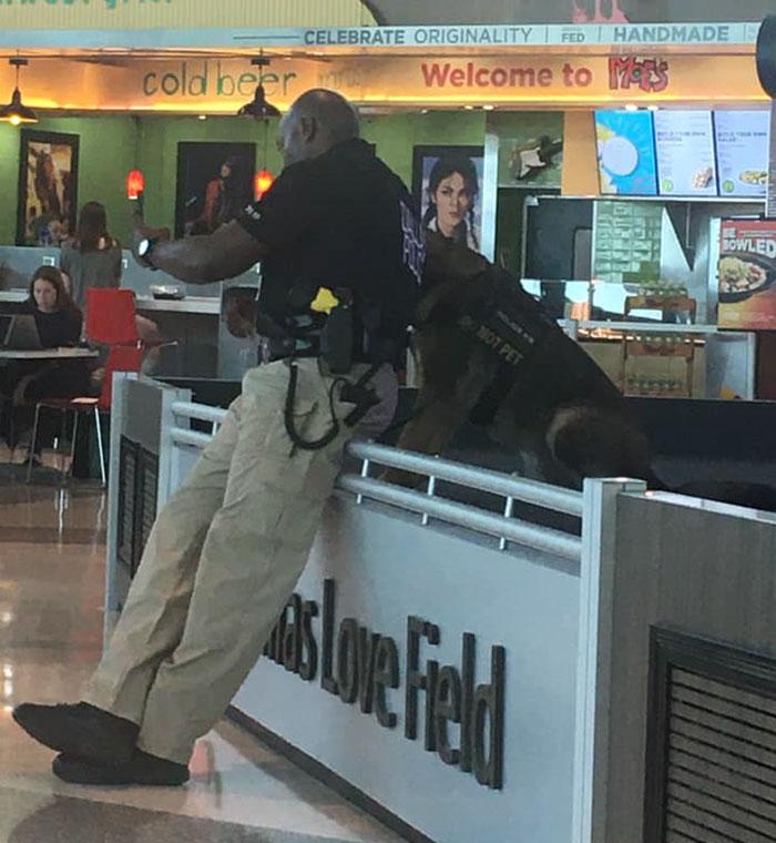 3 - Policial tirando selfies com seu cão encanta a todos