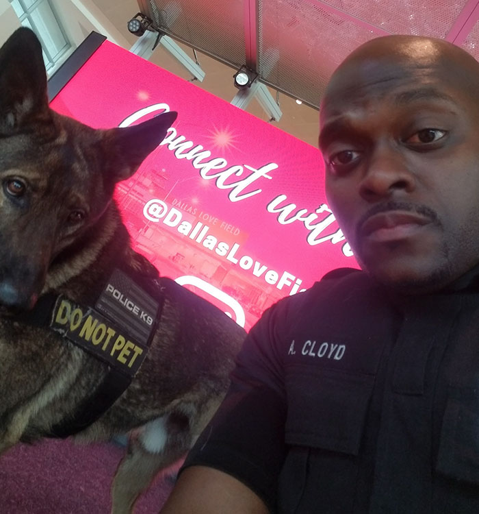 5 - Policial tirando selfies com seu cão encanta a todos