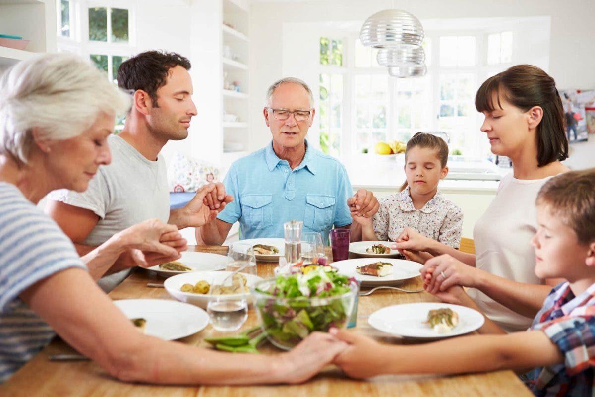 Oração nas refeições scaled e1593089538565 - Oramos para que nesta quarentena, todas as famílias tenham alimento sobre a mesa