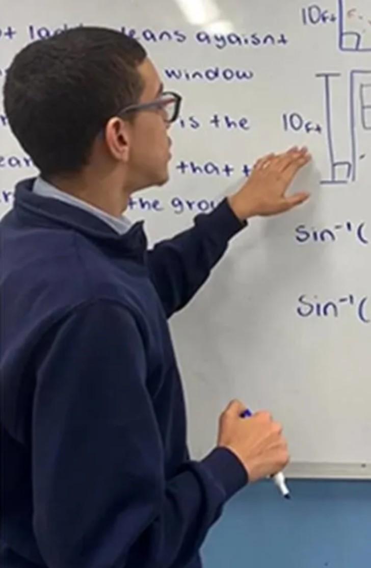 clases3 - Jovem viralizou na internet dando aulas de álgebra. Educar milhares em quarentena
