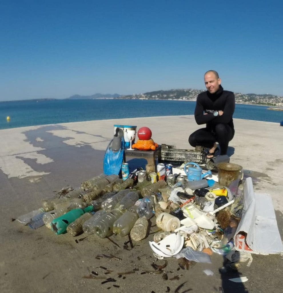 mascherine mare1 990x1024 1 - Brevemente no Mediterrâneo terá mais máscaras e luvas do que águas-vivas: tristes imagens do fundo do mar da Riviera Francesa.