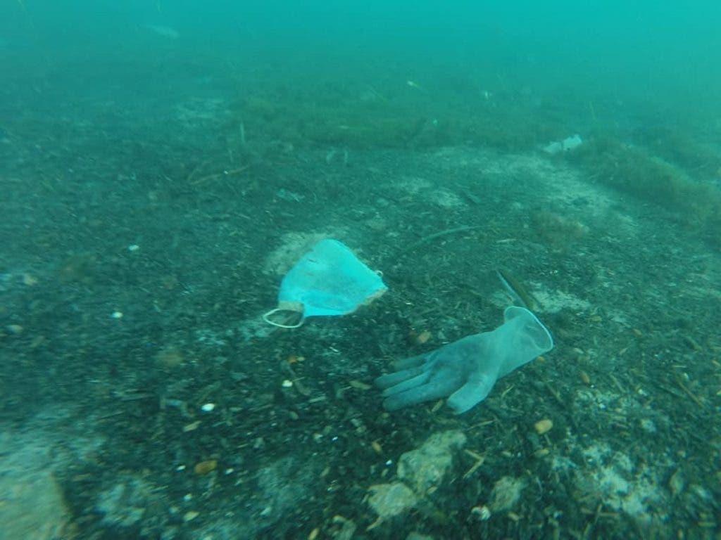 mascherine mare2 1024x768 1 - Brevemente no Mediterrâneo terá mais máscaras e luvas do que águas-vivas: tristes imagens do fundo do mar da Riviera Francesa.