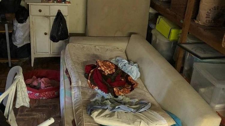 vivia tinha cadeiras estantes caixas amontoadas e sem banheiro 1593212585591 v2 750x421 - Avon demitiu executiva que tinha uma empregada idosa em condições semelhantes à escravidão