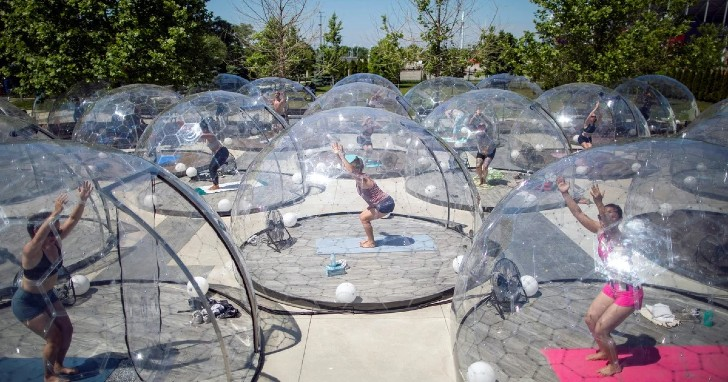 yoga 1 Reuters - Cúpulas transparentes são uma forma segura para voltar a se exercitar.