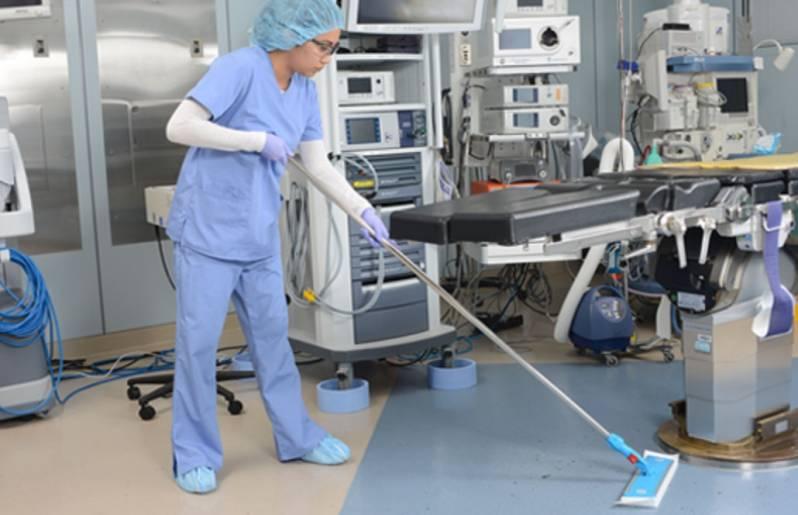 Profissionais de Limpeza Hospitalar - Profissionais de limpeza hospitalar: aplausos aos heróis que estão na linha de frente, antes mesmo da Covid-19