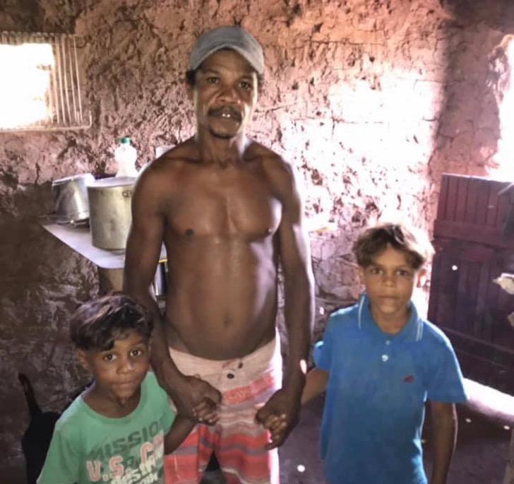 WhatsAppImage2020 01 21at14.33.401 - Irmãos que vendiam legumes na estrada vão à escola pela 1ª vez. Eles têm uma casa nova