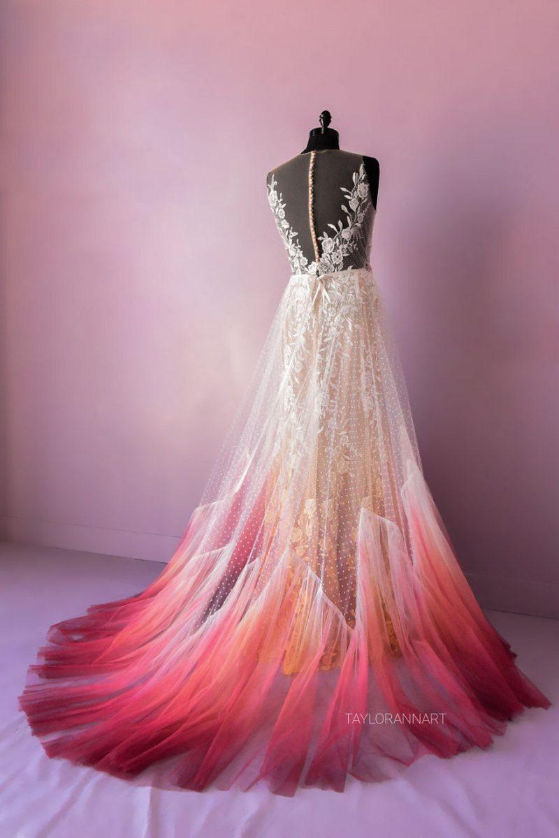 """12 scaled - Artista inicia um negócio de vestidos de noiva coloridos depois que seu vestido de """" fogo"""" viralizou na internet"""