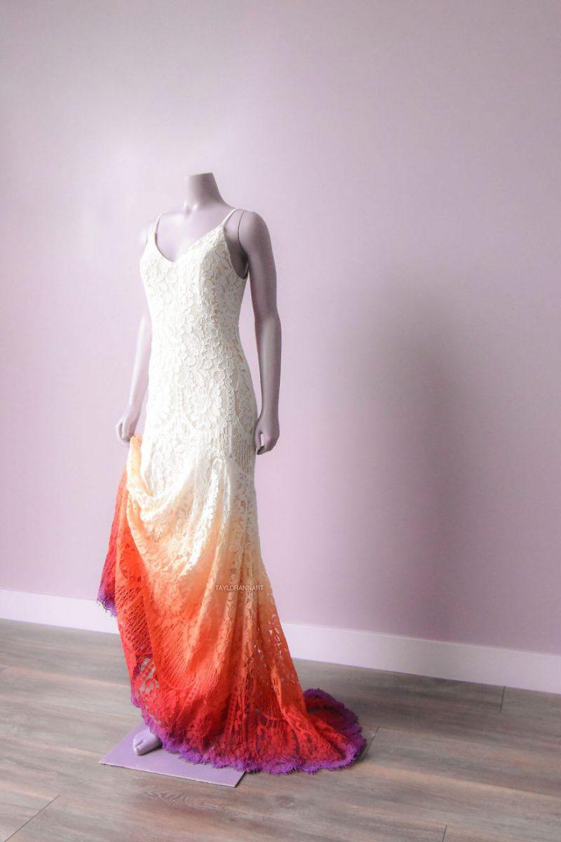 """14 scaled - Artista inicia um negócio de vestidos de noiva coloridos depois que seu vestido de """" fogo"""" viralizou na internet"""