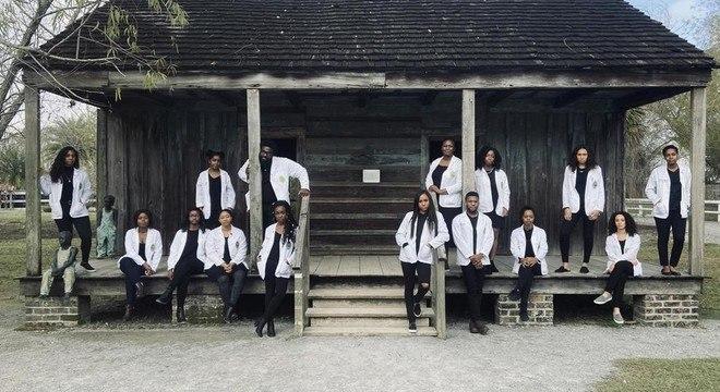 15 estudantes de medicina nos eua 18082020120951289 - Ele já foi segurança do hospital e agora volta ao local como médico residente