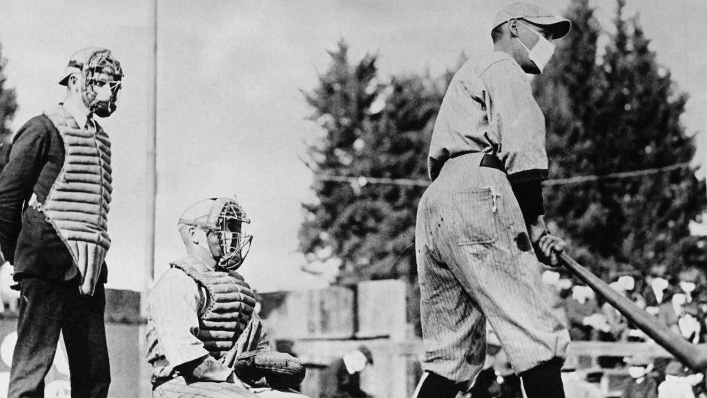 1586176994057 1024x576 1 - Imagem vintage mostra fãs de futebol usando máscaras durante a pandemia de 1918