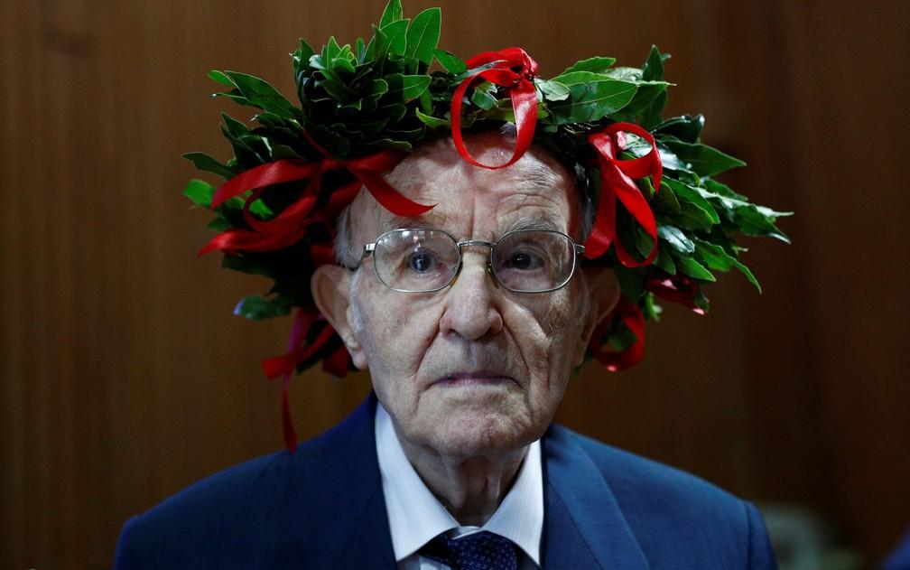 3 1 - Com 96 anos, ele realizou seu sonho de se formar em História em uma universidade da Itália