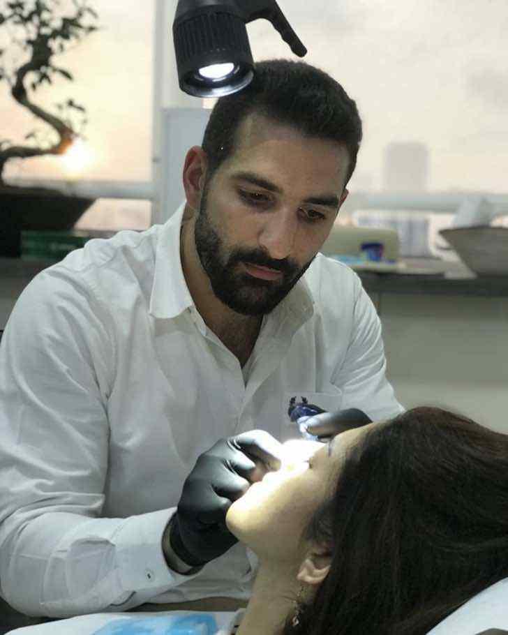 3 2 - Médico oferece cirurgias reconstrutivas gratuitas para vítimas de Beirute. Uma ajuda após a explosão
