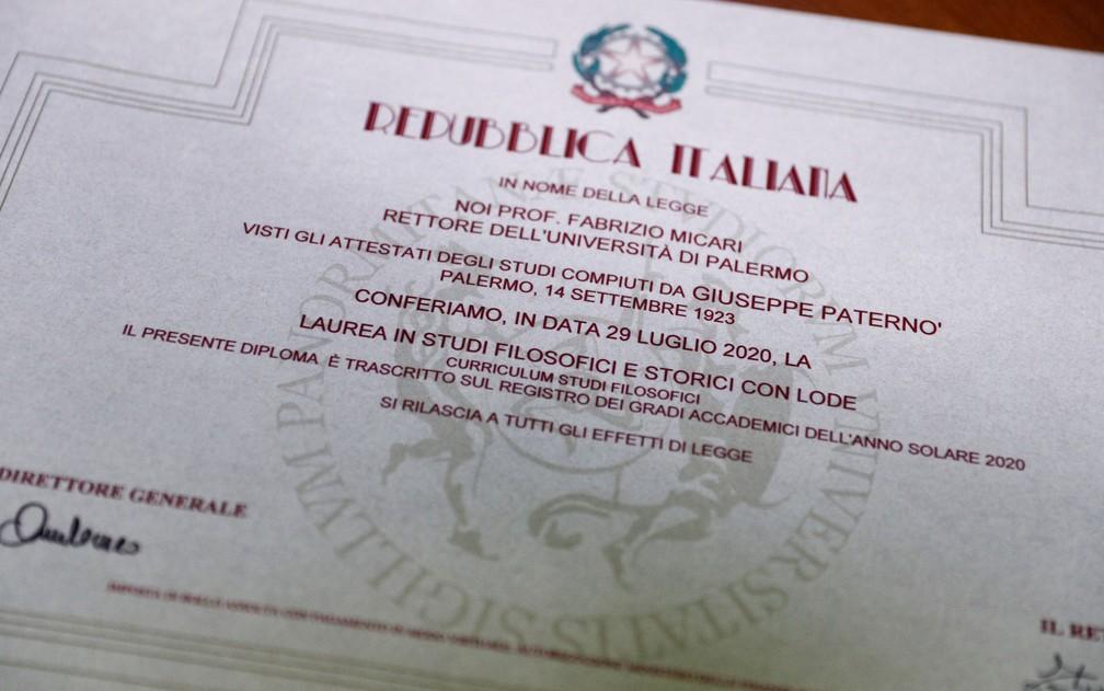 4 1 - Com 96 anos, ele realizou seu sonho de se formar em História em uma universidade da Itália
