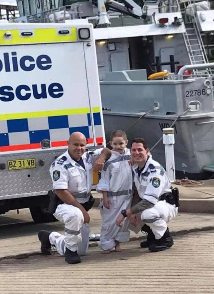 4 4 - Criança com câncer terminal foi policial por um dia como sempre sonhou. Eles são seus heróis
