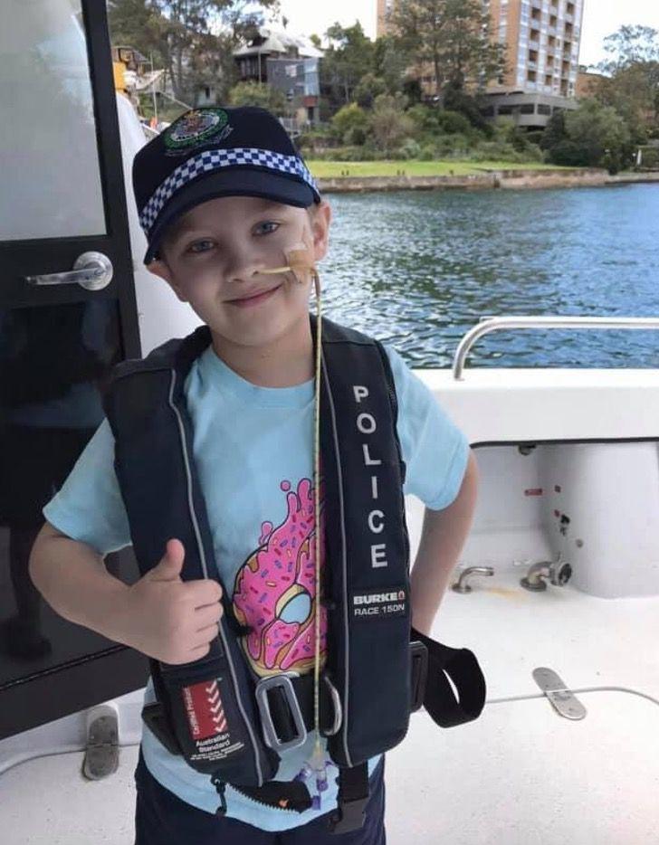6 1 - Criança com câncer terminal foi policial por um dia como sempre sonhou. Eles são seus heróis