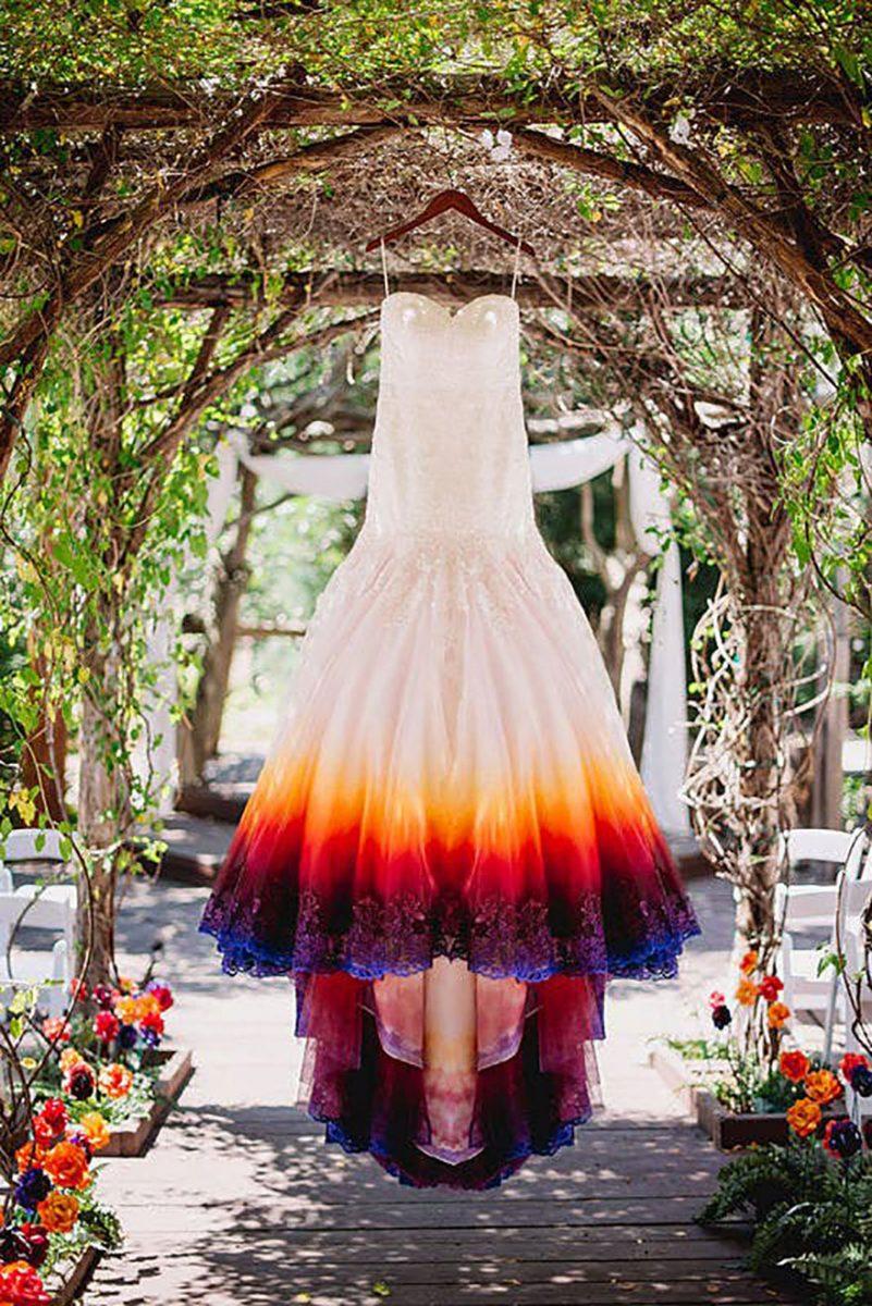 """8 scaled - Artista inicia um negócio de vestidos de noiva coloridos depois que seu vestido de """" fogo"""" viralizou na internet"""