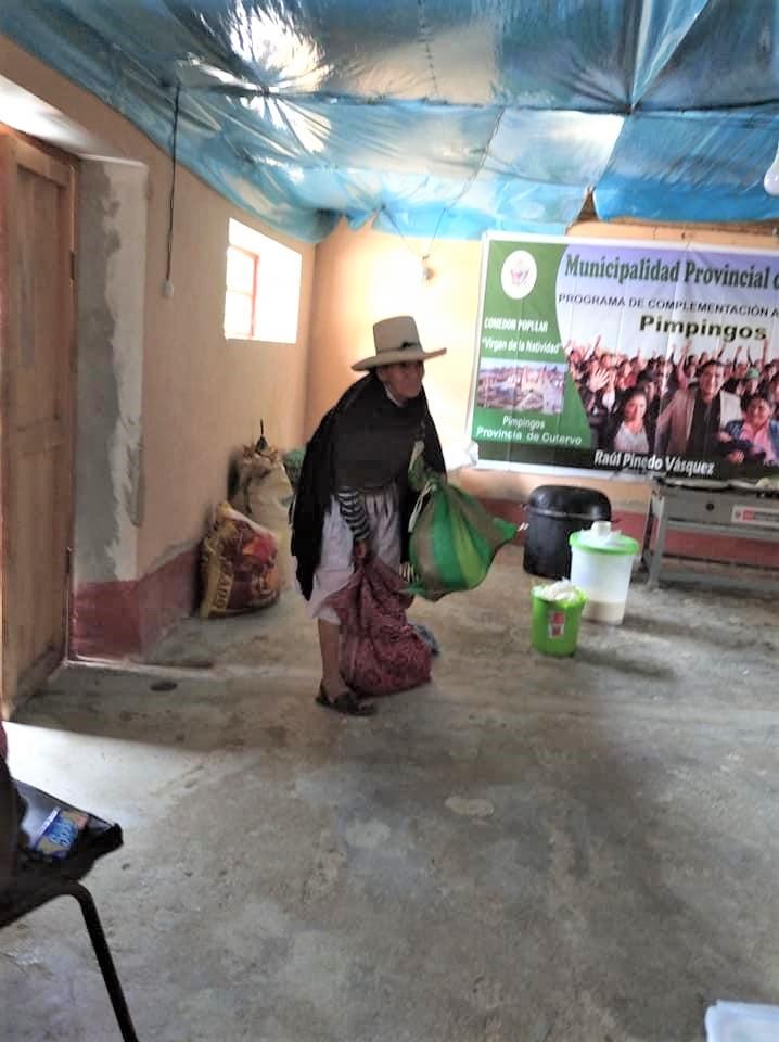 """Abuelita dona cosecha1 - Uma humilde senhora doou parte de sua colheita para ajudar pessoas confinadas na pandemia: """"Trouxe algumas coisinhas"""""""