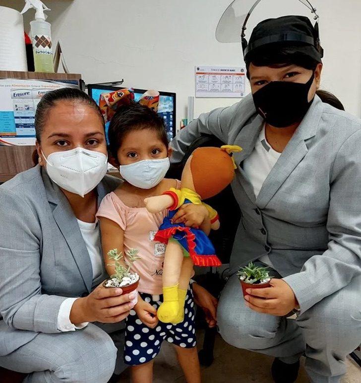 Captura de Pantalla 2020 08 14 a las 15.54.21 - Uma menina de 3 anos vende plantas para pagar seu tratamento de leucemia. Cada venda é uma alegria