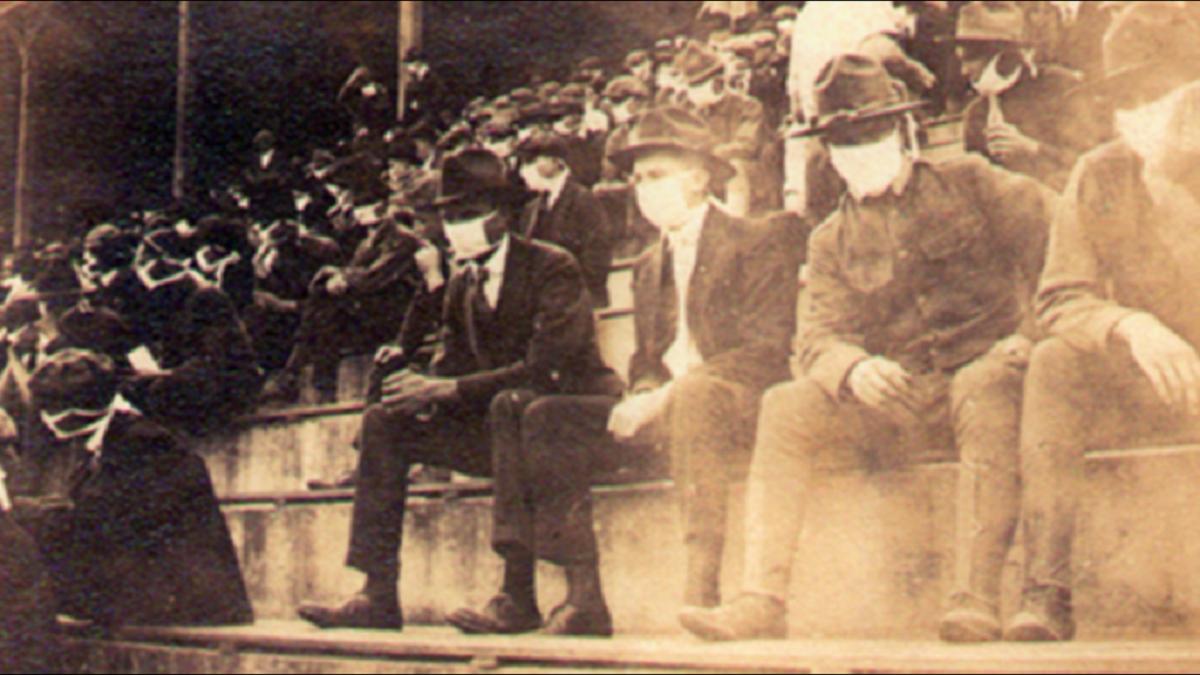 d5aaaeb2 51b9 4015 b9d7 365d5863ccfc 1140x641 1024x576 1 - Imagem vintage mostra fãs de futebol usando máscaras durante a pandemia de 1918
