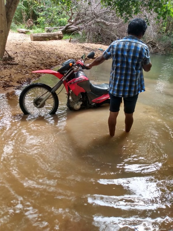 whatsapp image 2020 08 02 at 10.28.40 am - Professor caminha 30 Km e atravessa riacho com água pelo pescoço para imprimir material didático dos alunos indígenas em Roraima.
