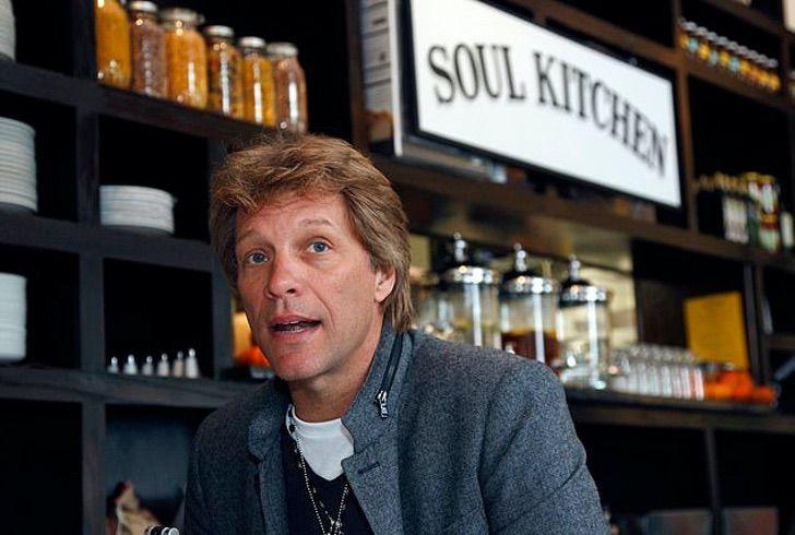 1 1 1 - Jon Bon Jovi surpreende com seu físico tonificado. Ele fez uma pausa em suas excursões e instituições de caridade