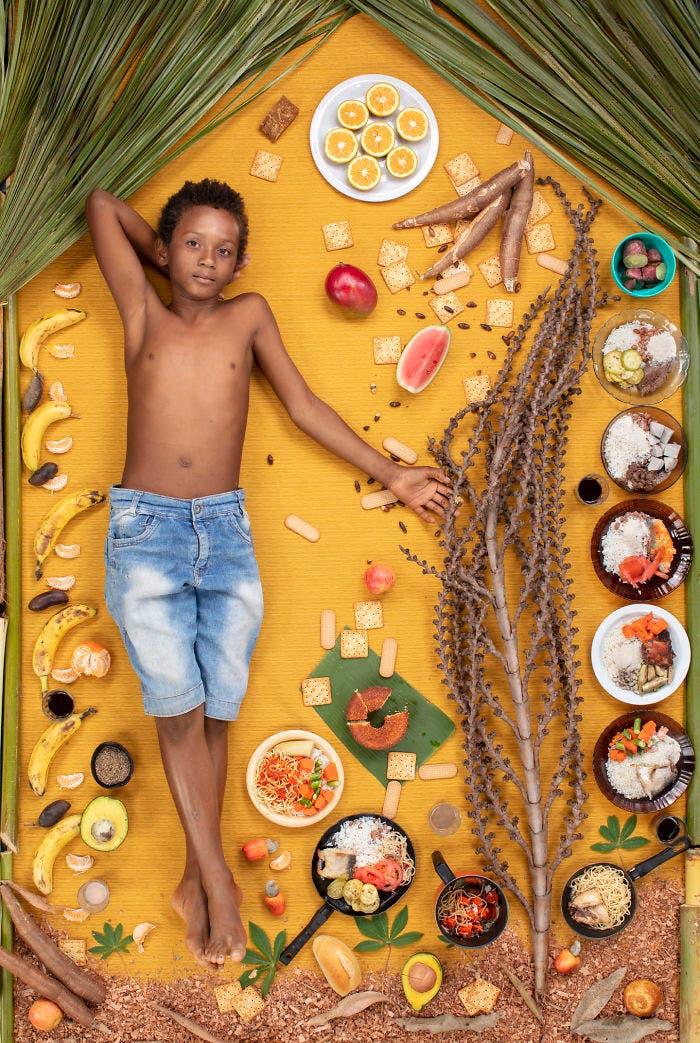 1 1 2 - 10 fotos de crianças de vários países que demonstram o que comem em uma semana