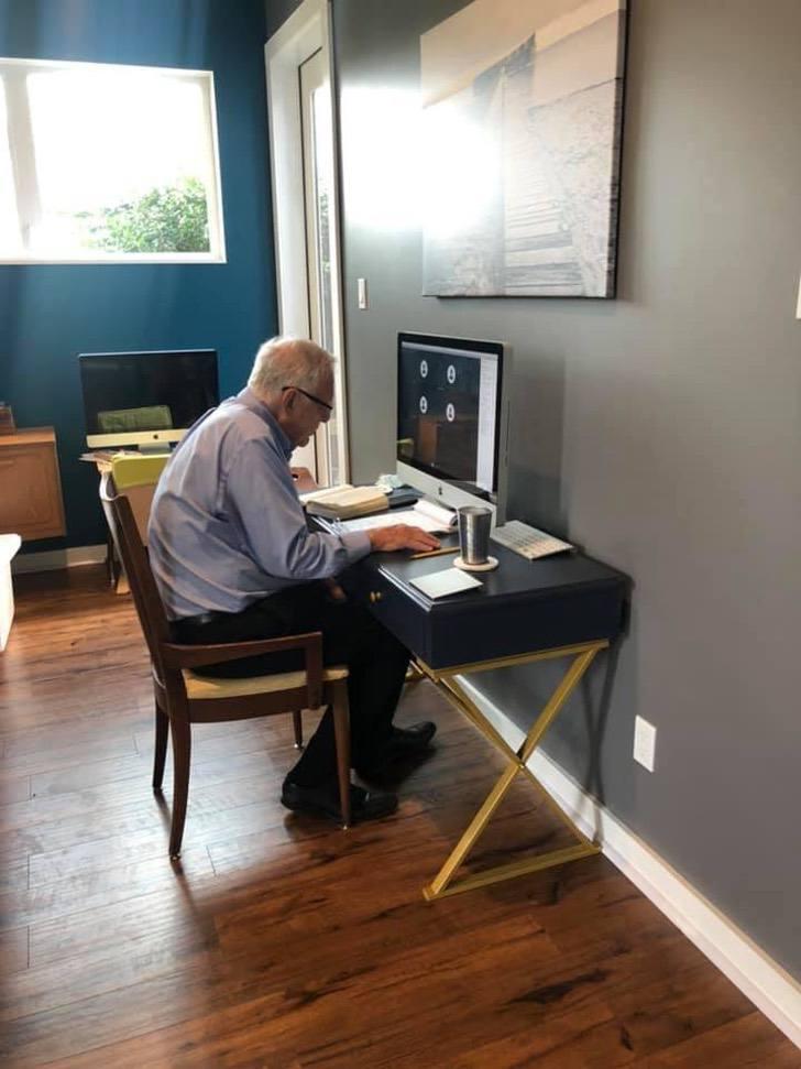 """118698439 10223456595382461 6912667882288982694 n - Professor de 91 anos gosta de dar aulas virtuais. Ele se comporta como um """"especialista"""" em tecnologia"""
