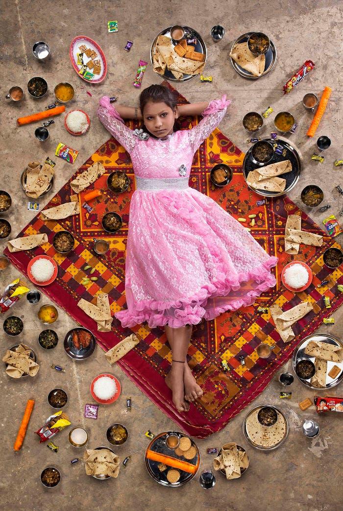 3 3 - 10 fotos de crianças de vários países que demonstram o que comem em uma semana
