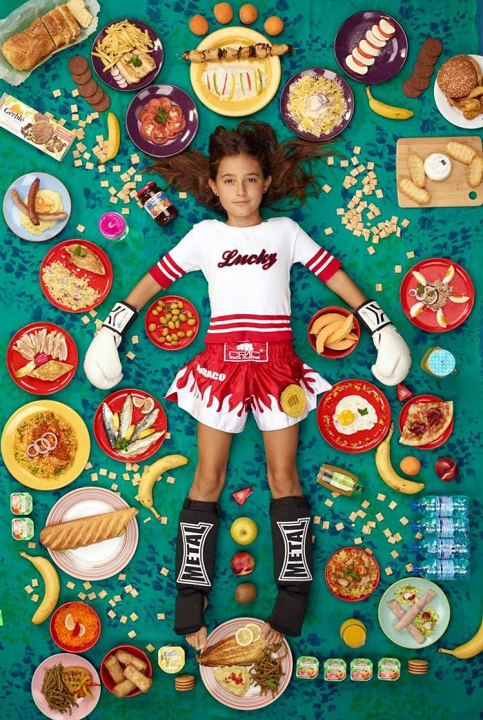 6 - 10 fotos de crianças de vários países que demonstram o que comem em uma semana