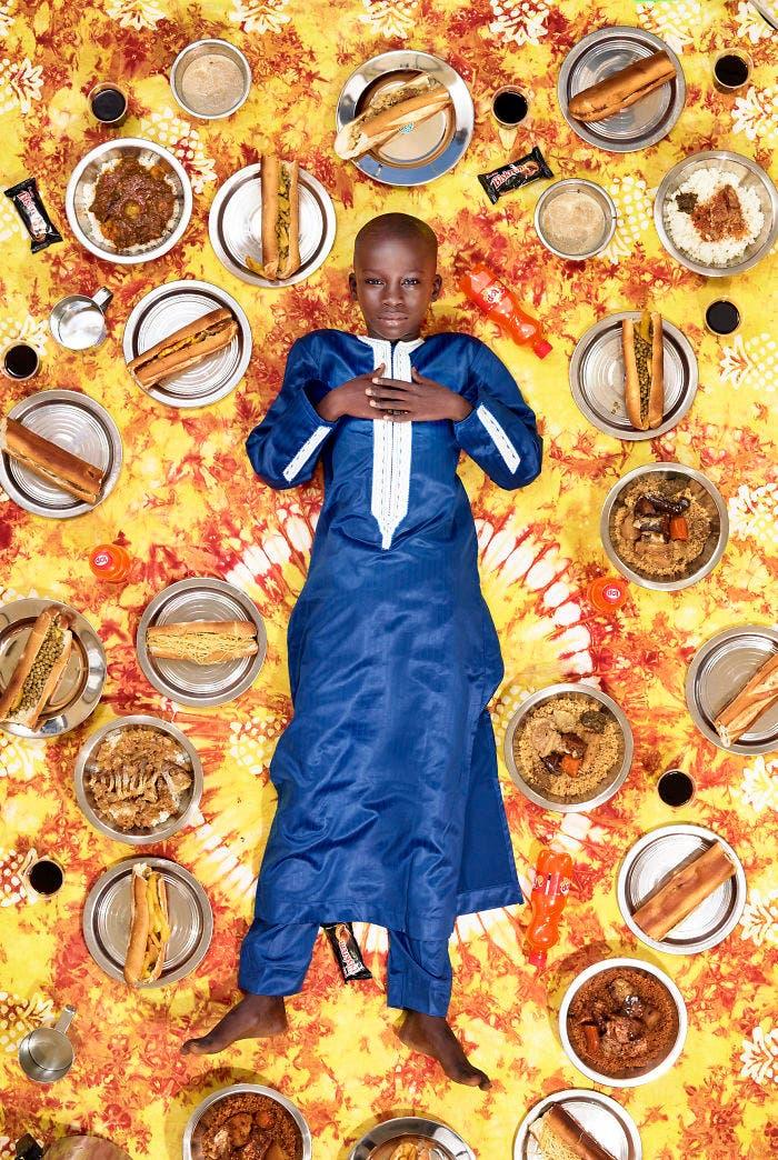 7 - 10 fotos de crianças de vários países que demonstram o que comem em uma semana