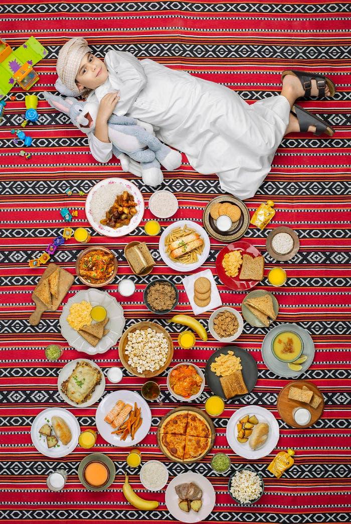 8 - 10 fotos de crianças de vários países que demonstram o que comem em uma semana