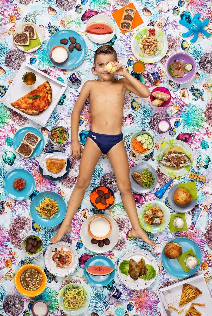 9 - 10 fotos de crianças de vários países que demonstram o que comem em uma semana